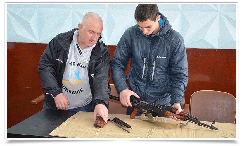 Гражданская самооборона Славянска провела открытую встречу, темой была разборка-разборка орудия (фото) - фото 4