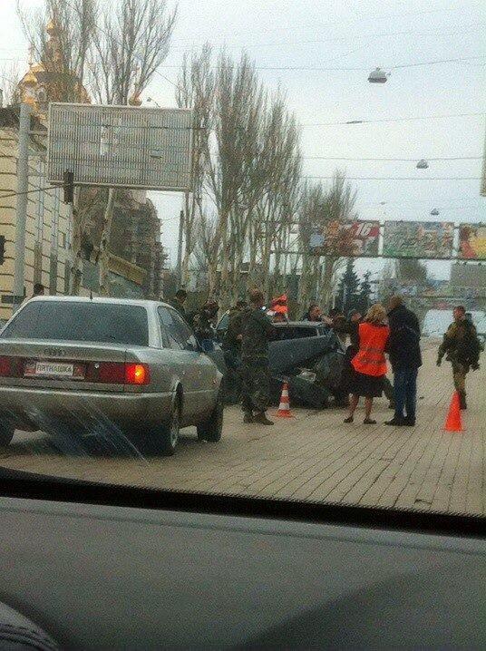 В Донецке боевики «ДНР» устроили ДТП (ФОТО) (фото) - фото 1