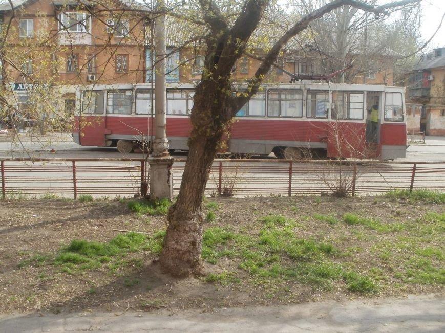 В Мариуполе трамвай сошел с рельсов (ФОТОФАКТ) (фото) - фото 1