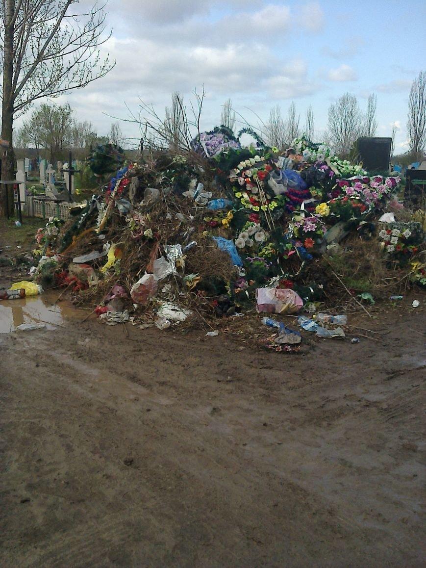 Криворожанин назвал поездку на кладбище в Поминальное воскресенье «хождением по муках» (ФОТО) (фото) - фото 1