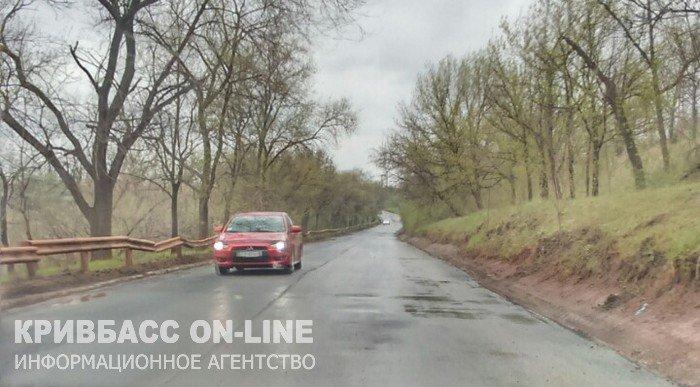 В кратчайшие сроки в Кривом Роге отремонтировали участок дороги (ФОТО) (фото) - фото 1