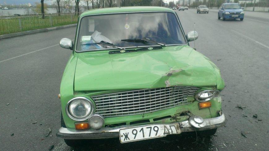 В Днепропетровске в ДТП попало 3 машины, - есть пострадавшие (ФОТО) (фото) - фото 1