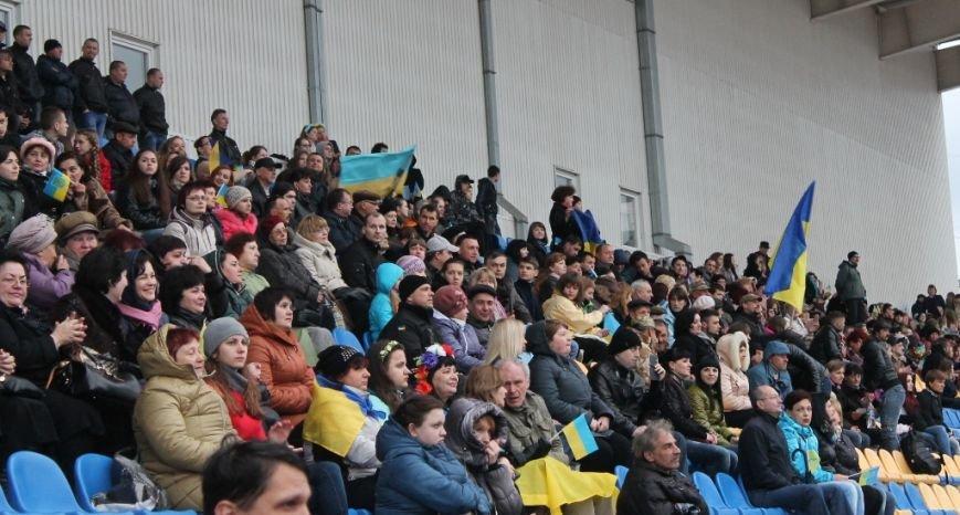 Патриотическая акция в Артемовске и концерт украинских рок-групп собрали стадион, фото-5