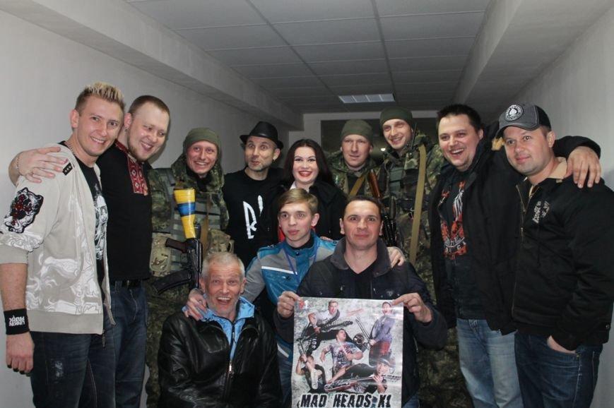 Патриотическая акция в Артемовске и концерт украинских рок-групп собрали стадион, фото-11