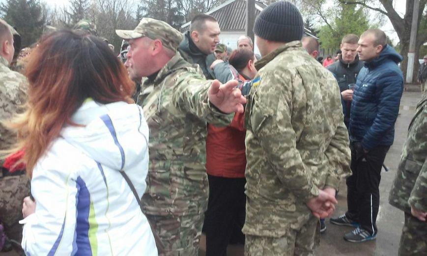 «Правый сектор» не пустил Юрия Вилкула на панихиду в память о погибших бойцах (ФОТО, ОБНОВЛЯЕТСЯ) (фото) - фото 1