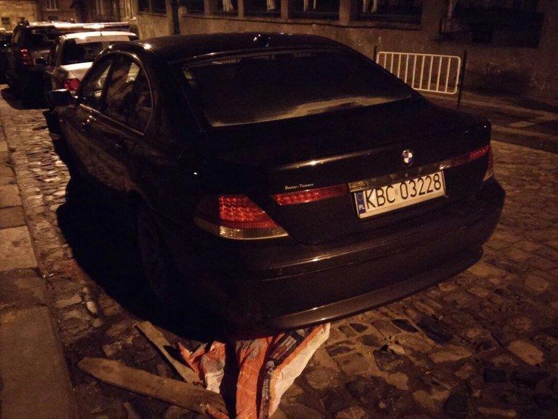 У Львові минулої ночі поляк на іномарці на шаленій швидкості протаранив «Ланос» та втік (ФОТОРЕПОРТАЖ) (фото) - фото 2