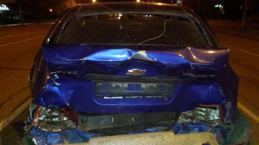 ДТП в Днепропетровске: на Набережной Победы неизвестное авто травмировало водителя «Шевроле» (ФОТО) (фото) - фото 1