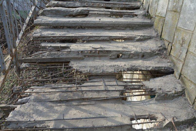 У Львові є небезпечні для життя сходи, якими щодня вимушені ходити сотні людей (ФОТОРЕПОРТАЖ) (фото) - фото 3