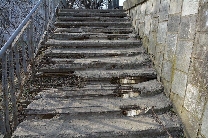 У Львові є небезпечні для життя сходи, якими щодня вимушені ходити сотні людей (ФОТОРЕПОРТАЖ) (фото) - фото 5