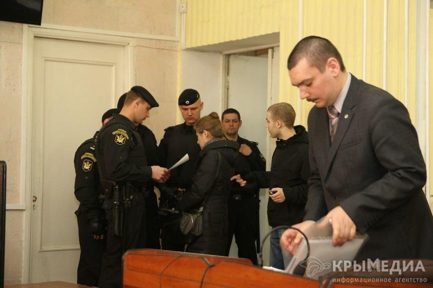 Сегодня в Симферополе проходит заседание суда по делу о посягательстве на жизнь сотрудника «Беркута» (ФОТО) (фото) - фото 2
