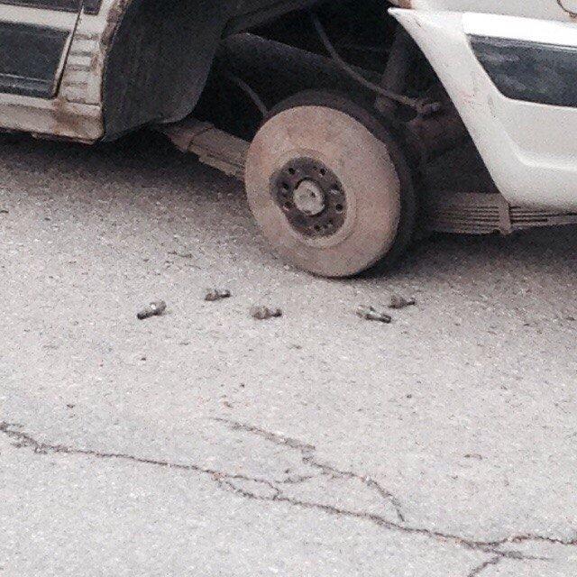 В Запорожье посреди дороги «разули» авто (ФОТОФАКТ), фото-1