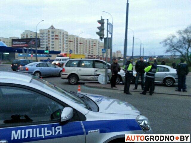 В Гродно легковушка «Вольво» столкнулась с автомобилем ГАИ (фото) - фото 3