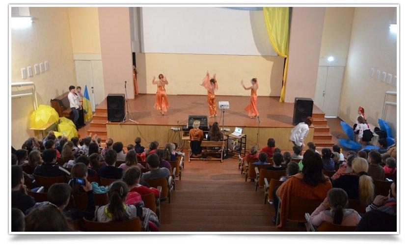 Дети, съездившие в Ровно, показали свою Визитную карточку (фото) - фото 1