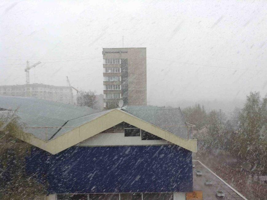 Львів'яни в шоці: у Львові випав сніг (ФОТО) (фото) - фото 1