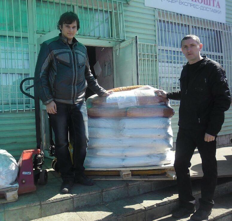 Сотня четвероногих в Доброполье получила бесплатный корм от Всеукраинской инициативы «Не оставляй нас в АТО», фото-1