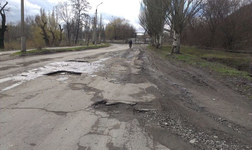 Дороги в Димитрове «убитые», но наказать за это – некого (фото) - фото 3