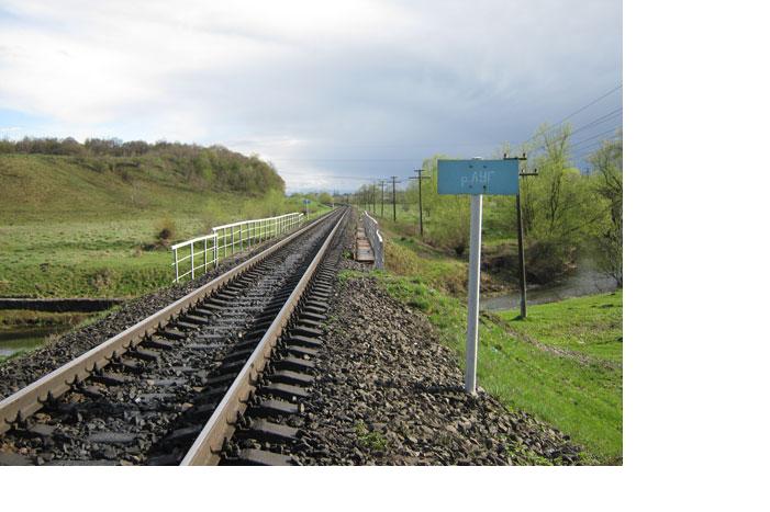 На Львівщині у повітря ледь не злетів міст: неподалік залізниці виявили авіаційну бомбу (ФОТО) (фото) - фото 3