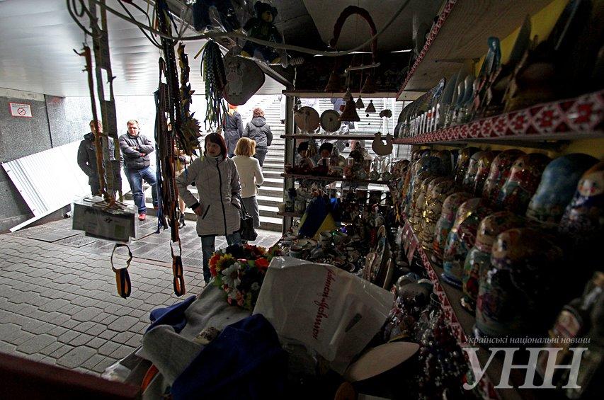 На Майдане Независимости в подземном переходе начали избавляться от МАФов, - СМИ (ФОТО) (фото) - фото 1