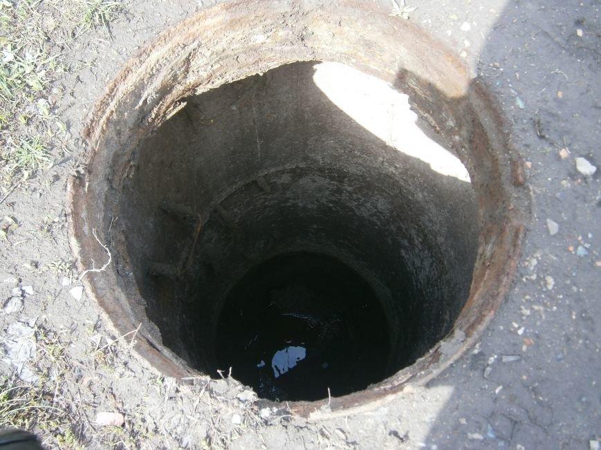 В Димитрове с канализационных люков пропадают чугунные крышки (фото) - фото 4