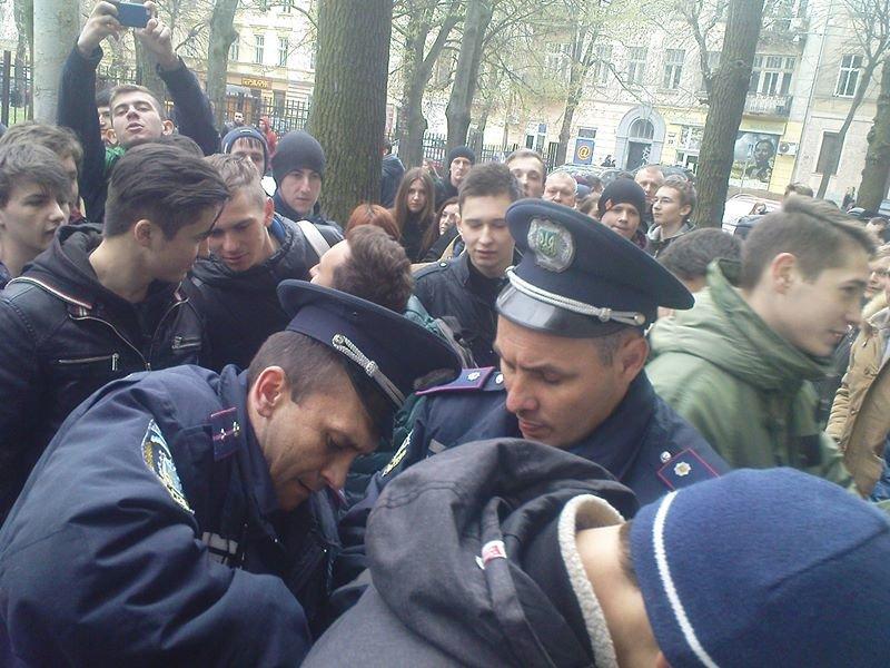 У Львові студенти зловили велосипедного злодія з ножем (ФОТОРЕПОРТАЖ), фото-1