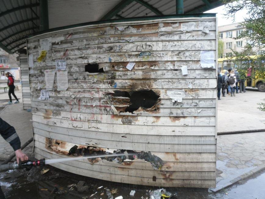 В Днепродзержинске горела остановка, фото-1
