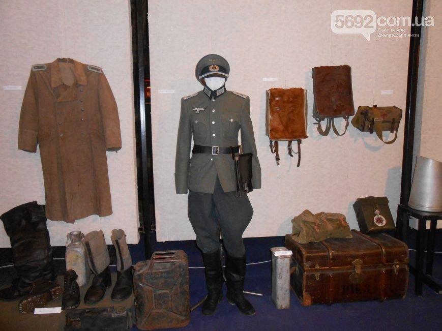 В Днепродзержинском историческом музее проходит выставка в честь 70-летия победы над нацизмом (фото) - фото 2
