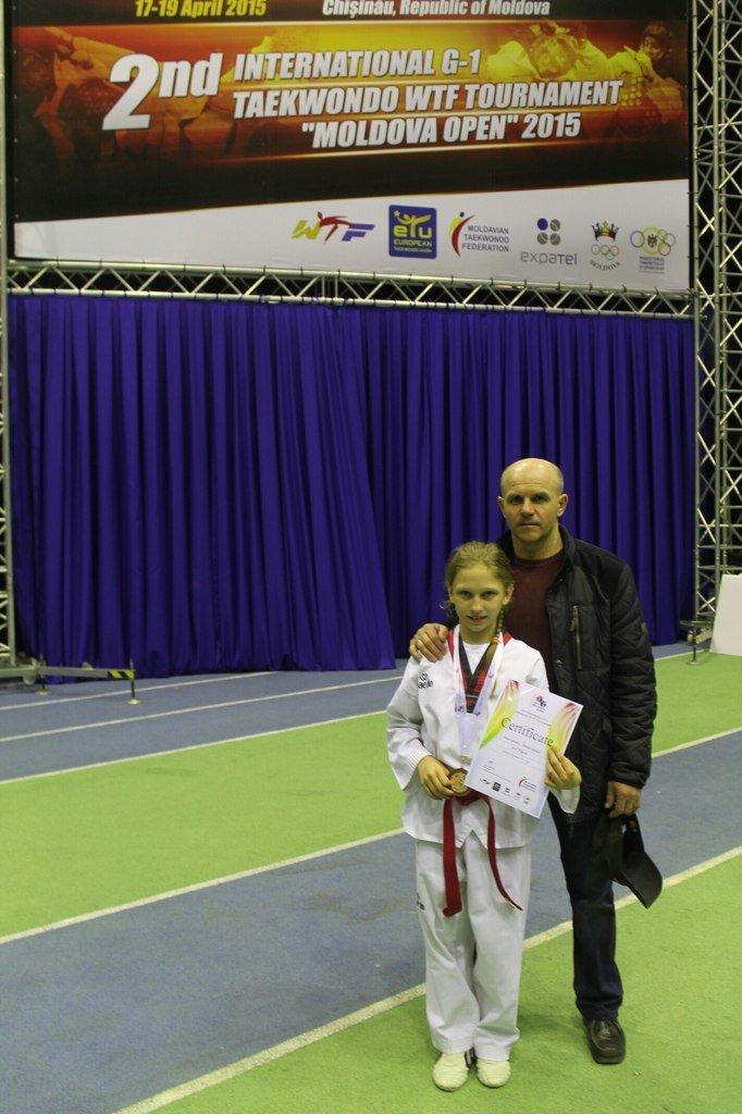 Днепродзержинские тхэквондисты завоевали 10 наград на международном турнире в Молдове (фото) - фото 3