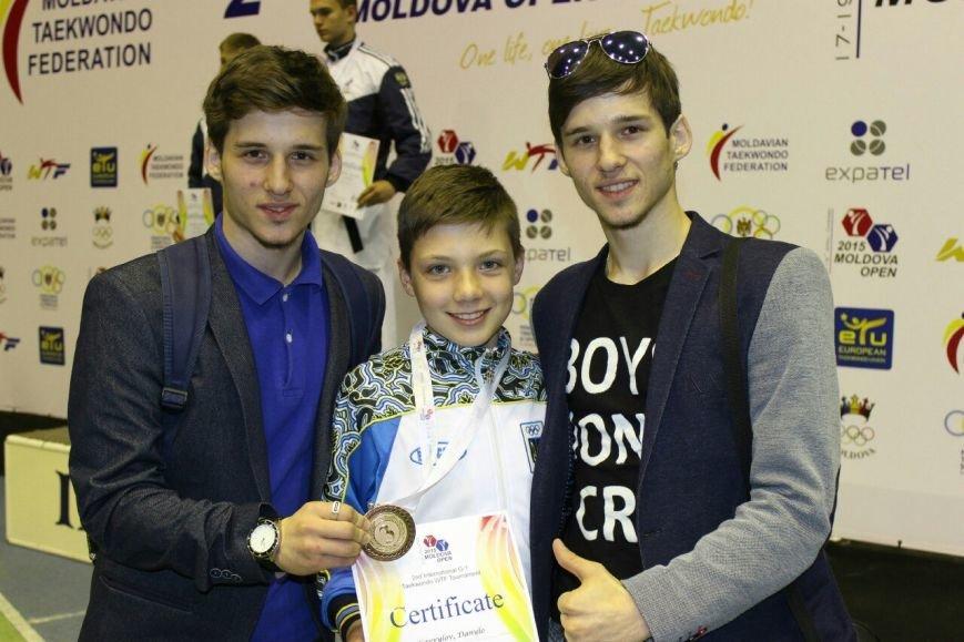 Днепродзержинские тхэквондисты завоевали 10 наград на международном турнире в Молдове (фото) - фото 9