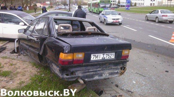 В Волковыске бесправник не справился с управлением и протаранил припаркованные машины (фото) - фото 5