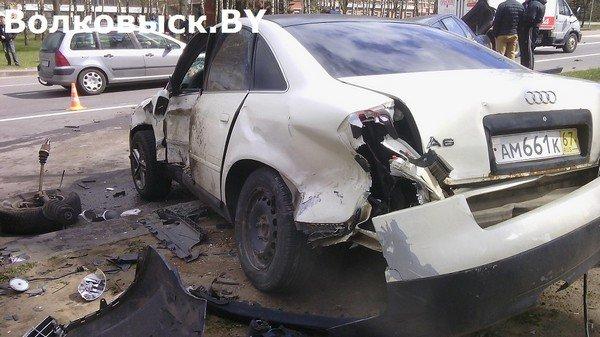 В Волковыске бесправник не справился с управлением и протаранил припаркованные машины (фото) - фото 4