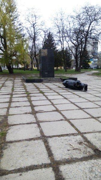 В Краматорске отметили День рождения Ленина, сбросив еще один памятник. ФОТО (фото) - фото 2