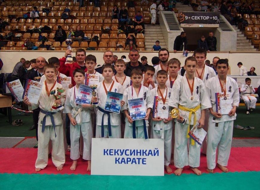 Волгоградские казаки стали лидерами в общекомандном зачете на турнире по кёкусинкай (фото) - фото 1