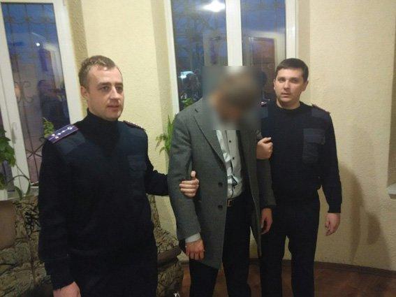 Депутат Харьковского горсовета, который «погорел» на взятке, зарабатывает 2,5 тысячи в месяц и ходит пешком на работу (фото) - фото 1