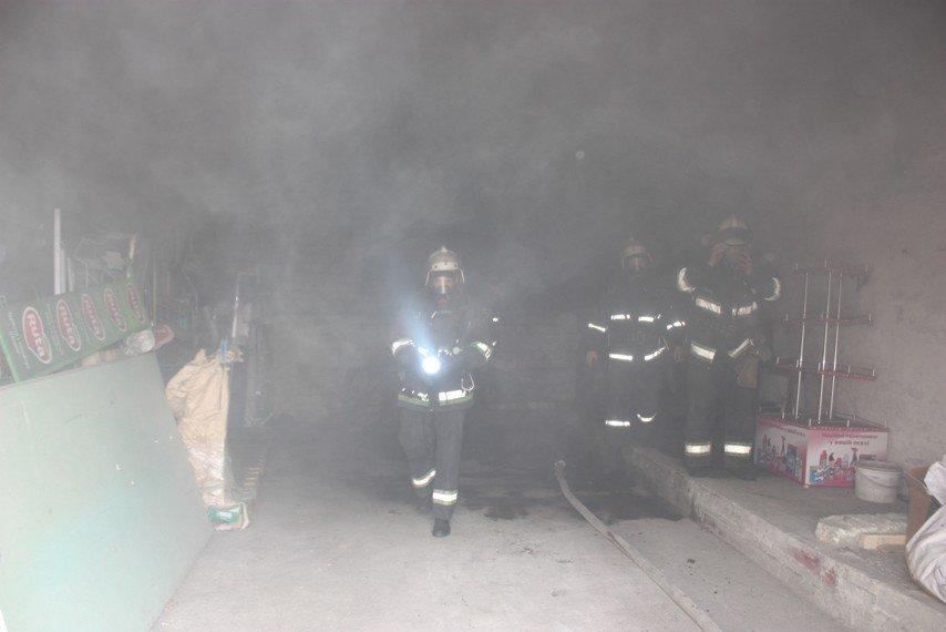 У Кіровограді в підсобному приміщенні магазину виникла пожежа, фото-2
