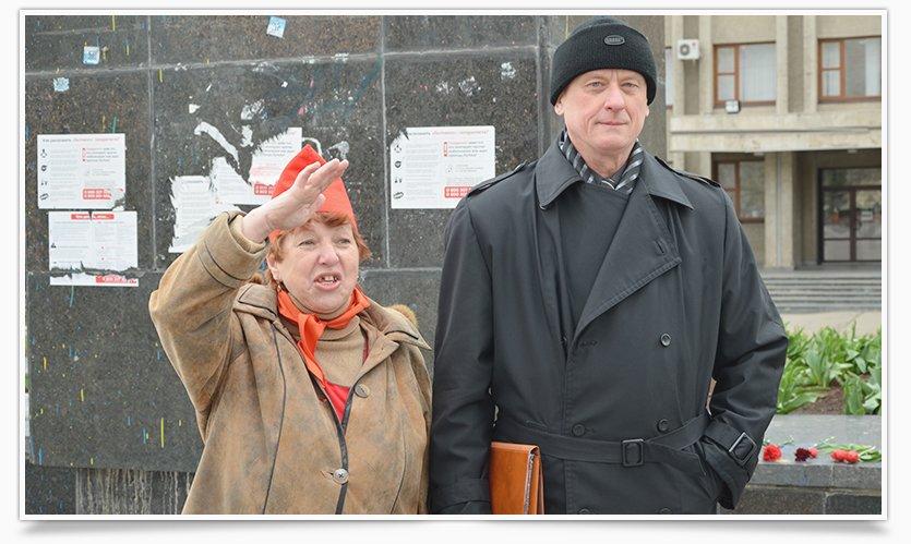 В Славянске трое собирают списки против сноса Ленина (фото) - фото 2