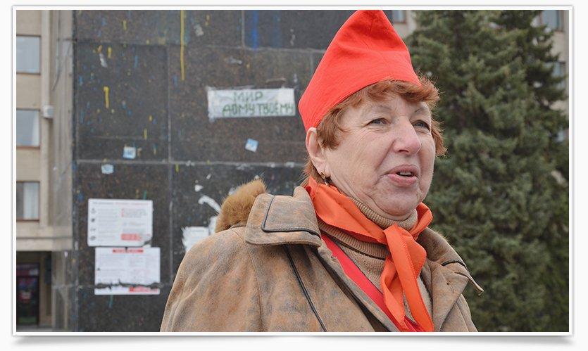В Славянске трое собирают списки против сноса Ленина (фото) - фото 1