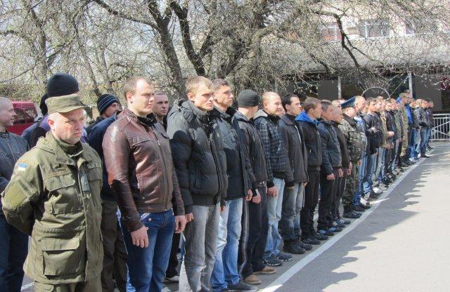 Сегодня сотня призывников с Полтавщины отправилась на срочную службу в Нацгвардию и ВСУ (фото) - фото 1