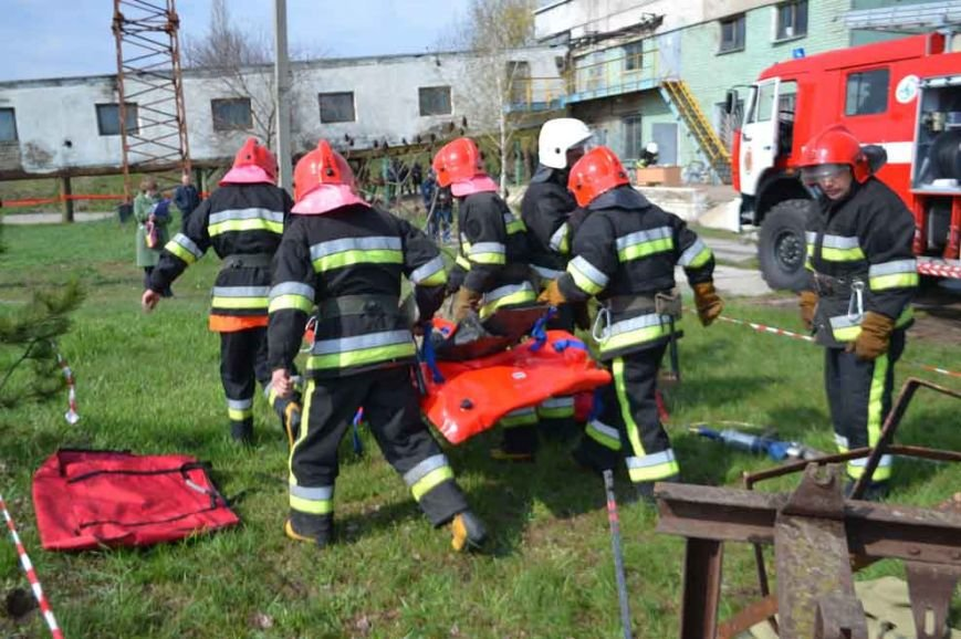Спасатели ликвидировали пожар на Павлоградском Химзаводе (фото) - фото 1