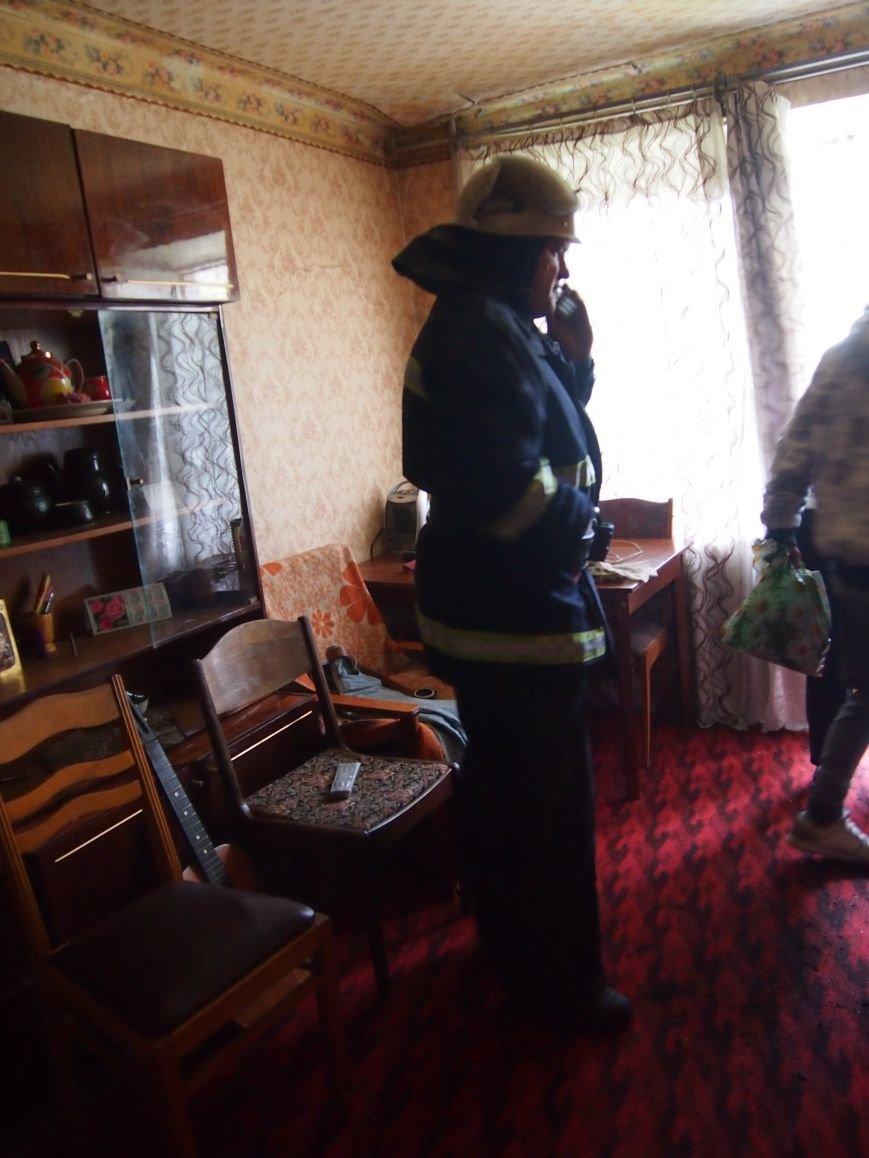 В квартире по Комсомольскому проспекту в Днепродзержинске загорелся стабилизатор (фото) - фото 2