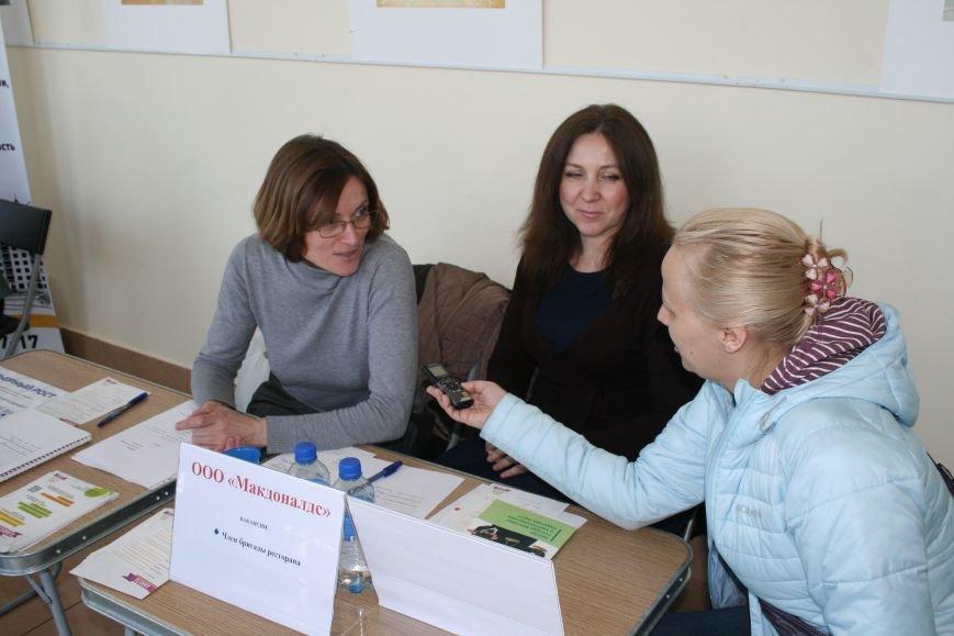 22 апреля в Троицке прошла очередная ярмарка вакансий, где соискатели смогли познакомиться с предложениями местных работодателей (ФОТО), фото-4