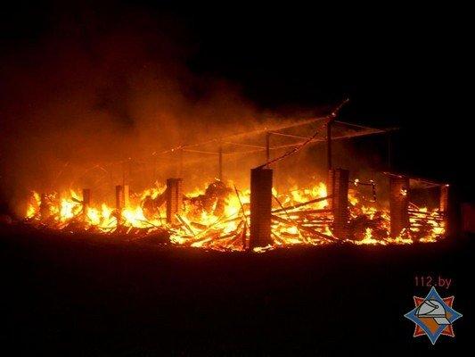 Фотофакт: в Лидском районе загорелось хранилище сена (фото) - фото 4
