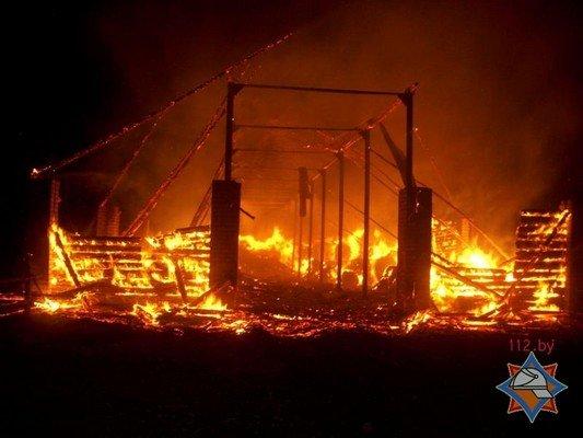 Фотофакт: в Лидском районе загорелось хранилище сена (фото) - фото 3