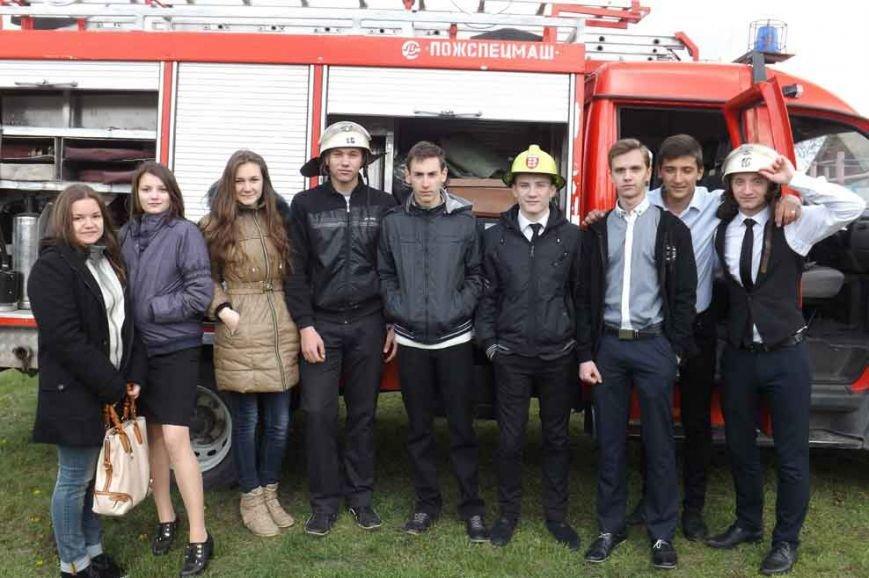 Криворожские школьники в боевой одежде спасателей тушили «пожар» (ФОТО) (фото) - фото 1