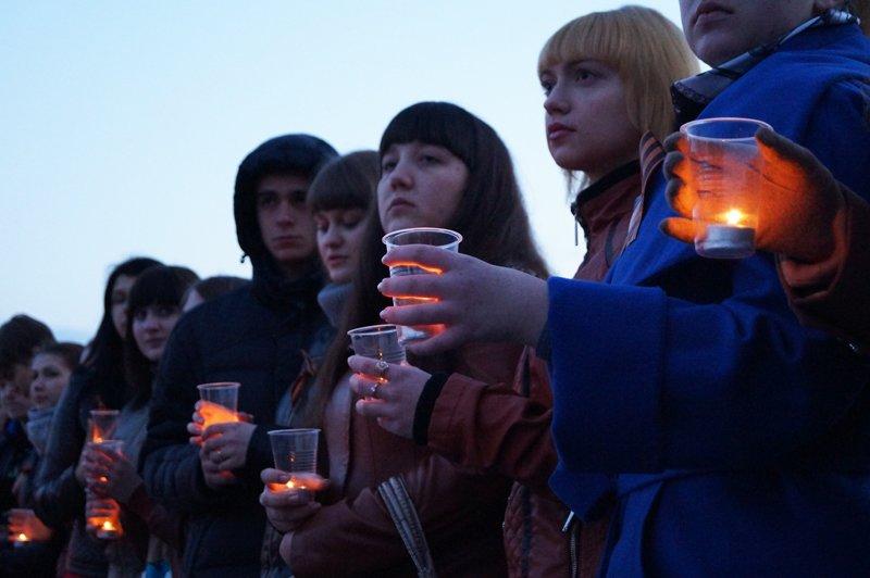 Белгородцы зажгли 1418 свечей в виде надписи «Победа! 70 лет» (фото) - фото 2