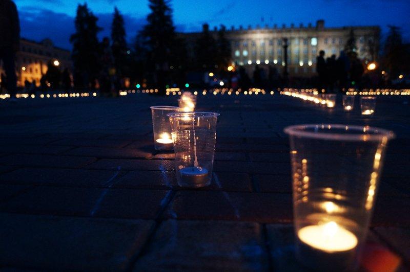 Белгородцы зажгли 1418 свечей в виде надписи «Победа! 70 лет» (фото) - фото 8
