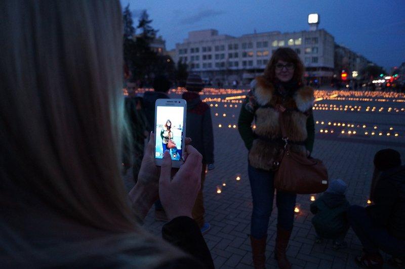 Белгородцы зажгли 1418 свечей в виде надписи «Победа! 70 лет» (фото) - фото 6