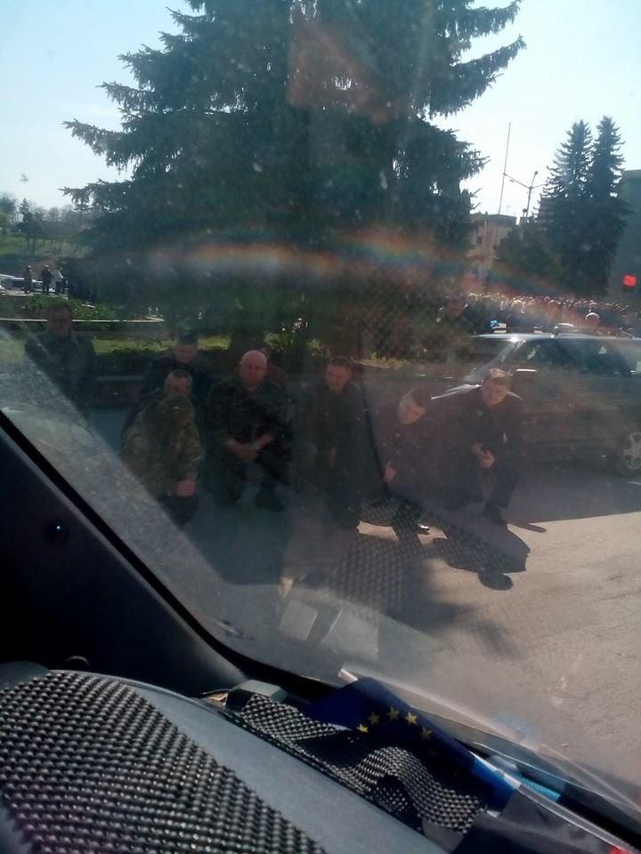 На Тернопільщині прощаються із загиблим бійцем 24-ої бригади (фото) - фото 1