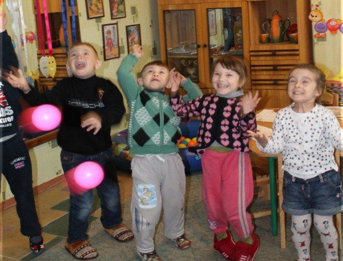 Травмы войны: в Димитрове с детьми-переселенцами и их родителями работают психологи (фото) - фото 12