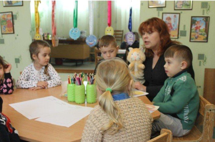 Травмы войны: в Димитрове с детьми-переселенцами и их родителями работают психологи (фото) - фото 14