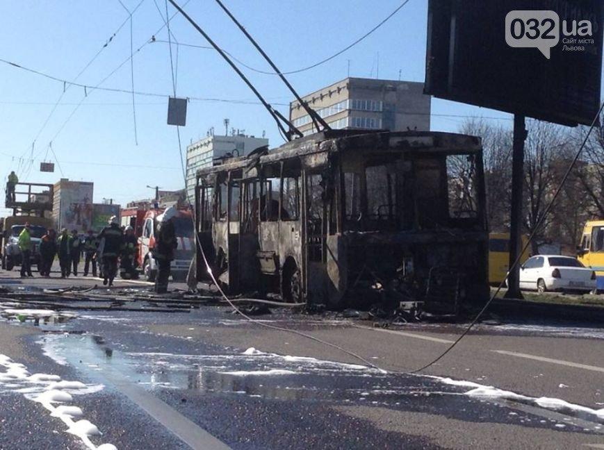 Причину пожежі тролейбусу №13 досі не встановлено (фото) - фото 2